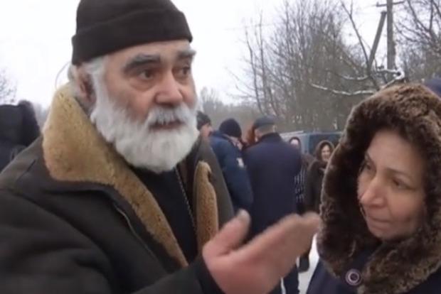 Переход в ПЦУ: в Винницкой области прихожане не пускают в храм попа