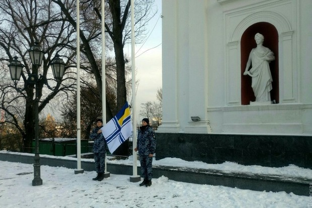 До возвращения. Одесская мэрия подняла флаг ВМС в честь пленных моряков