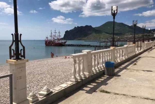 «Мертвый» сезон. Появились фото пустых пляжей Крыма