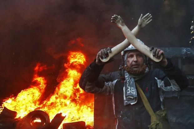 «Пытались поджечь шины»: В центре Киева произошли столкновения между полицией и националистами