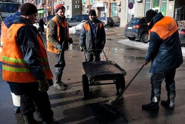 На Соломенской площади перекрыто движение из-за прорыва трубы