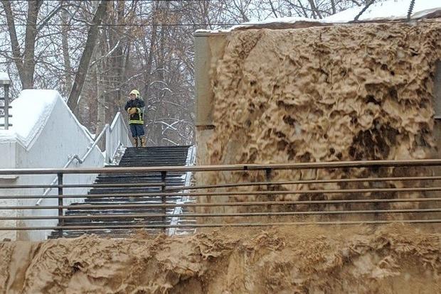 Масштабное ЧП в Москве: прорвало дамбу и затопило тоннель