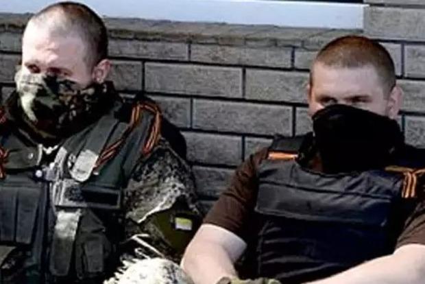 Еще два боевика раскаялись и пришли в милицию
