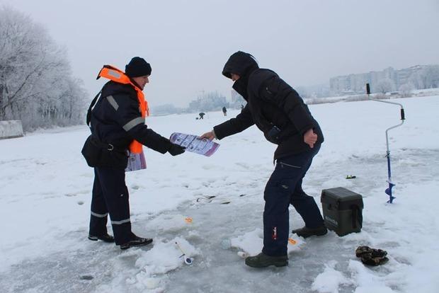 В Украине за два месяца 57 человек погибли, провалившись под лед, - ГСЧС