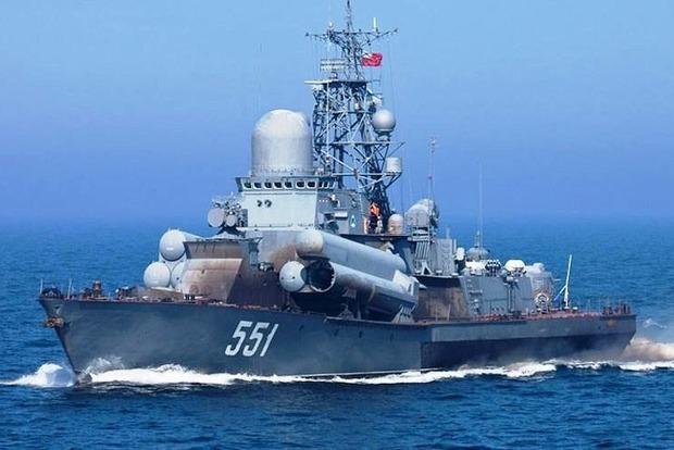 Военная авиация перехватила российский корабль в Черном море