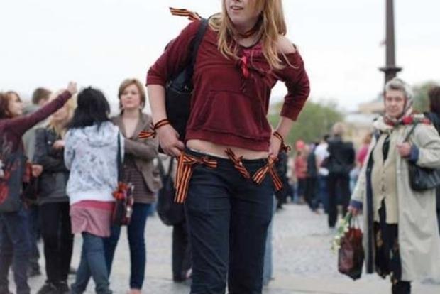 В России запретили носить «георгиевские» ленты ниже пояса