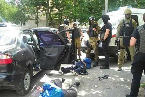 Полиция со стрельбой задержала троих налетчиков на винницкую