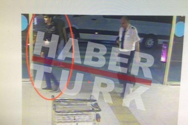 СМИ назвали имя и показали фото смертника из Стамбула