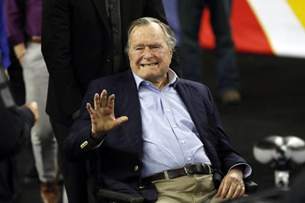 Буша-старшого знову звинуватили в домаганнях