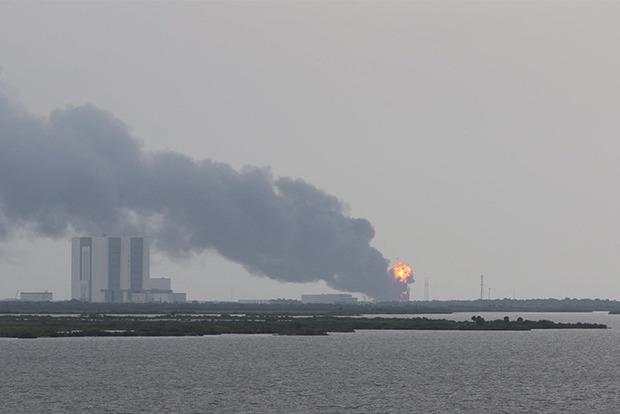 Двигатель нового поколения Falcon 9 взорвался на испытаниях