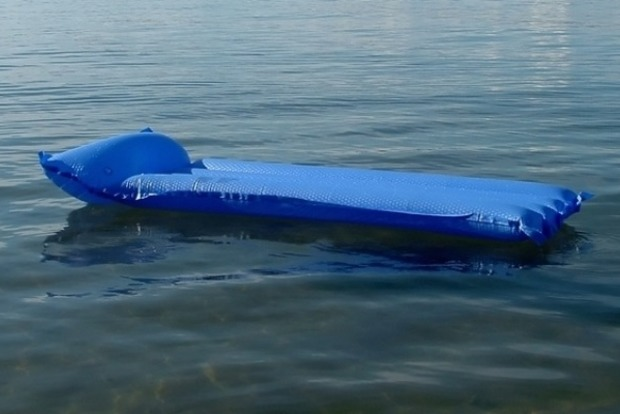 Розслабилася: на запорізькому курорті жінка потрапила в пастку моря