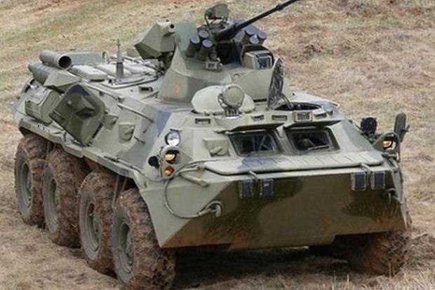 Российский солдат сжег на костре новый БТР