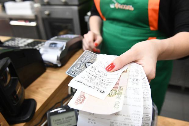 Названа опасность оставления магазинных чеков на кассе