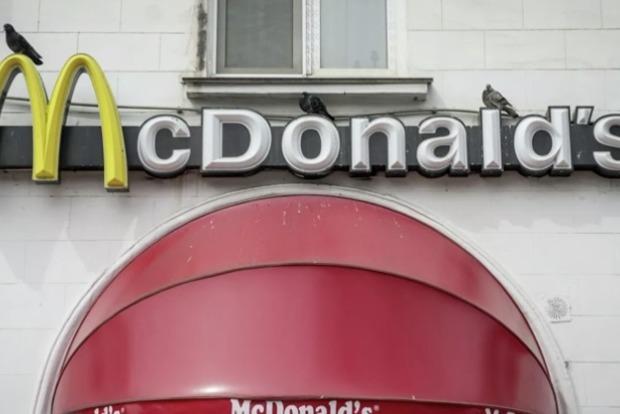 У Росії вирішили контролювати походи людей в Макдональдс