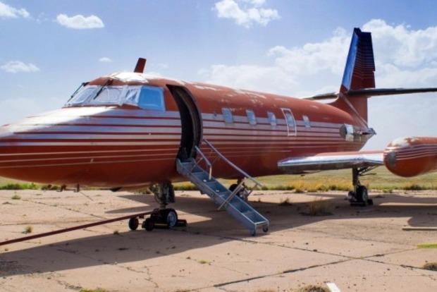 Самолет короля рок-н-ролла Элвиса Пресли продали за 430 тыс. долл.