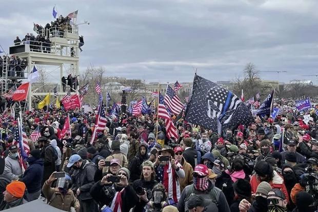 В Вашингтоне ввели комендантский час