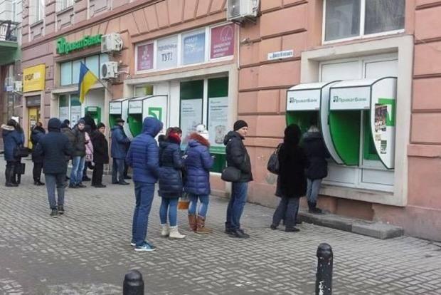Если украинцы массово начнут снимать деньги с Привата и тратить их - инфляции не избежать