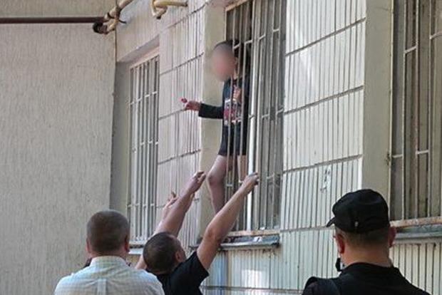 Женщина, грозившая отрезать ребенку голову, получила 3 года тюрьмы