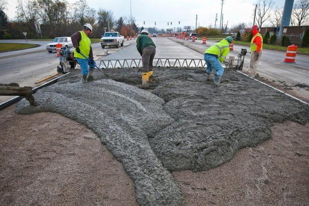 В марте в Украине начнут строить уже бетонные дороги