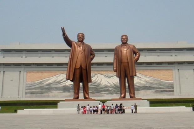 В Северной Корее обвинили перебежчиков в подготовке взрыва статуй вождей с помощью дрона