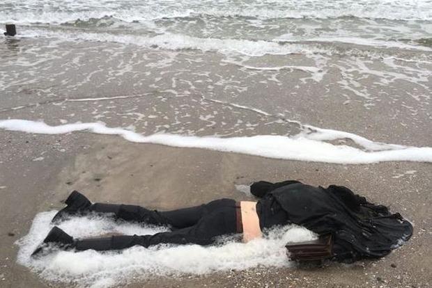 На пляже в Одессе нашли труп молодой девушки