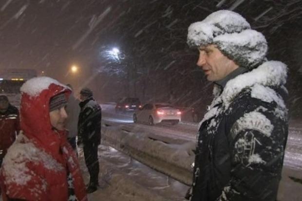 Все пропало: Київ просить допомоги Міноборони і МВС для боротьби зі снігом