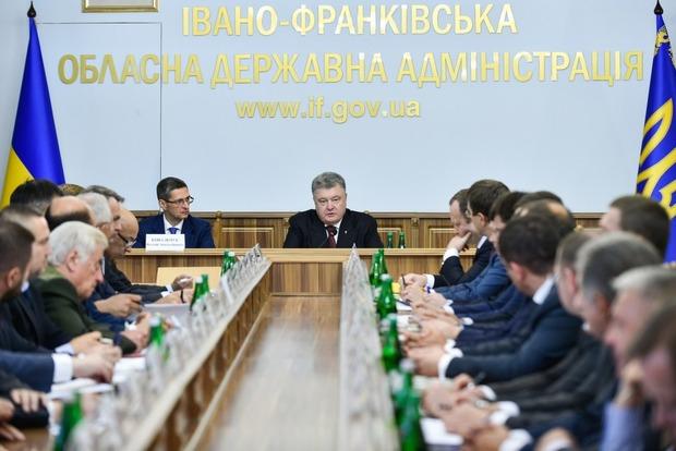 Порошенко хочет взять под контроль оборот древесины в Украине