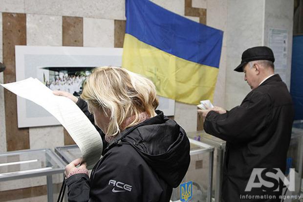 Победит зло старое или абсолютное: политолог сравнил шансы Тимошенко и Порошенко