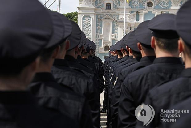 Сколько должны получать сотрудники Национальной полиции в 2017 году