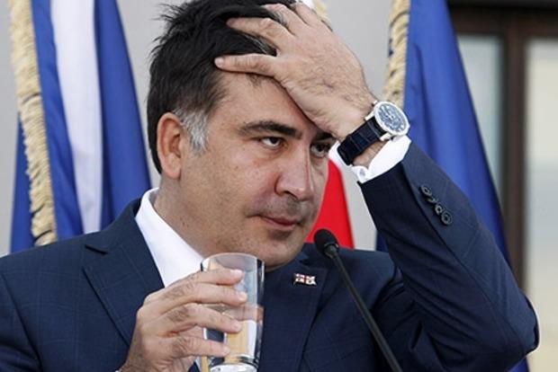 Саакашвили накричал на Авакова, тот облил его водой