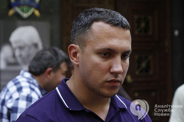 Депутат Линько плюнул в лицо судье во время заседания по делу автоугонщиков