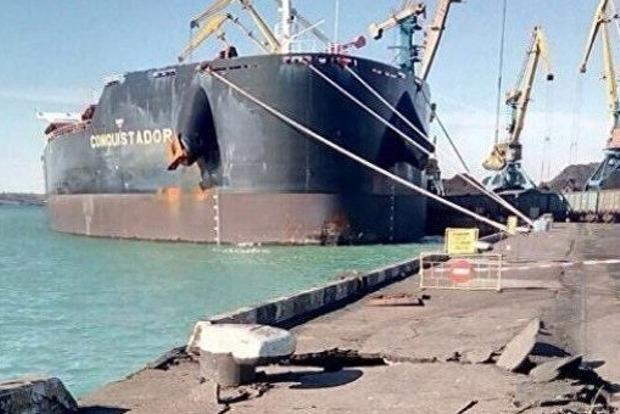 В порту Южный судно с американским углем протаранило причал