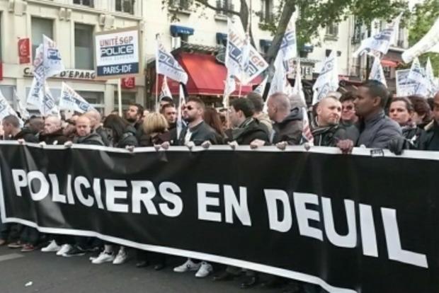 В Париже прошел многотысячный «Марш гнева» из-за убийства полицейского