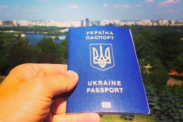 Украинцы заказали более 1 млн биометрических паспортов с начала безвиза