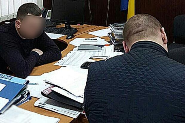 В Запорожье чиновники налоговой погорели на взятках на сумму в 400 тысяч гривен