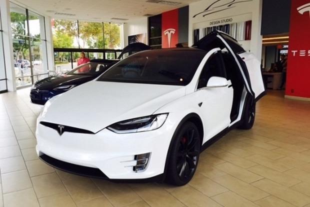 Илон Маск рассказал о мощной Tesla Model 3 с двумя моторами
