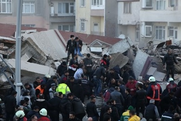 Количество жертв обрушения многоэтажки в Стамбуле возросло