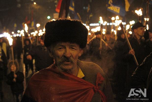 Битва за «Арсенал» и факельное шествие. В Киеве почтили память Героев Крут