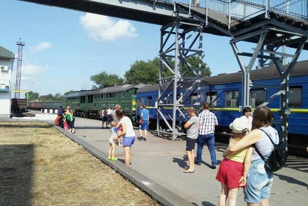 Люди падали с верхних полок: пассажирский поезд Киев - Бердянск на скорости столкнулся с локомотивом