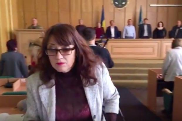 В Славянске чиновница цинично отказалась почтить память погибших бойцов ВСУ