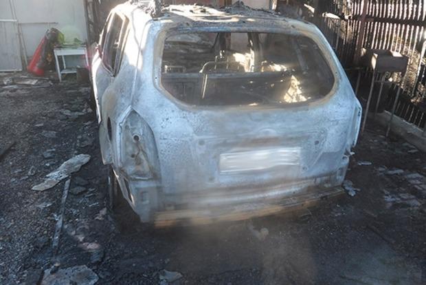 В Затоке сожгли машину депутата