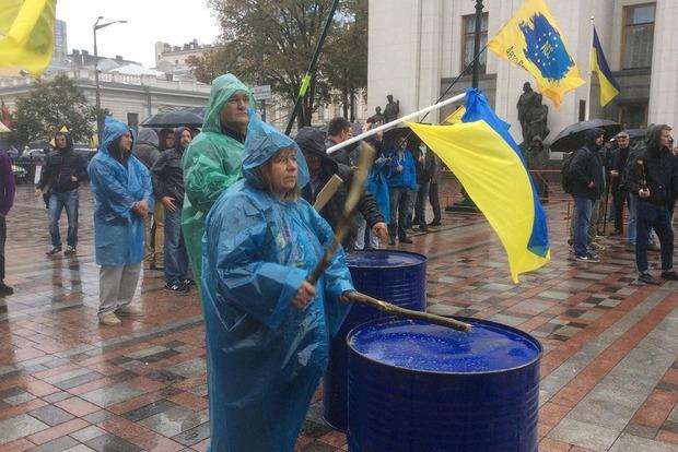Владельцы автомобилей с иностранными номерами заблокировали центр Киева бессрочно