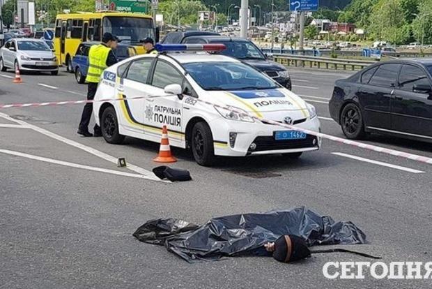 Жуткое ДТП на мосту Патона в Киеве: разбился 19-летний байкер