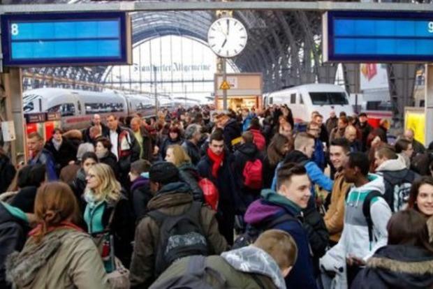 Отменены 500 рейсов. В Германии бастуют работники аэропортов