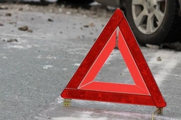 Под Харьковом автобус сдетьми попал вДТП: много пострадавших