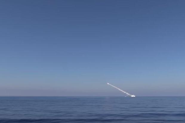 Минобороны РФ опубликовало видео запуска ракет по территории Сирии