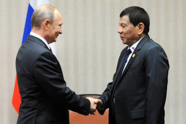 Президент Филиппин попросил у Путина продать оружие для борьбы с ИГИЛ