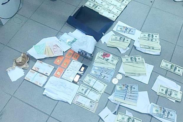 Недопрятал: У чиновника «Укрзализныци» при повторном обыске нашли миллионы налички