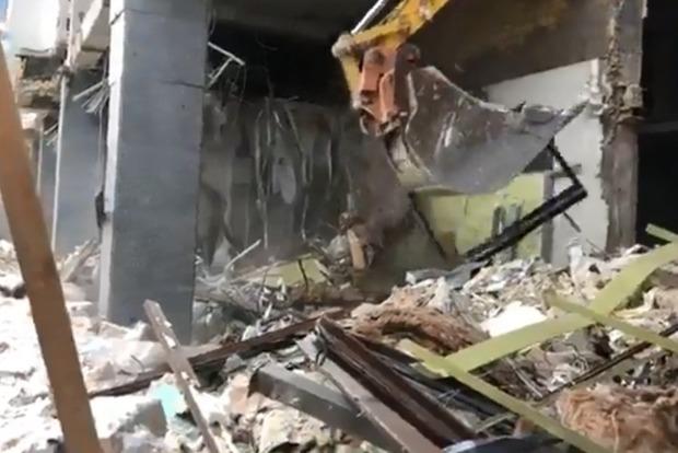 В центре Киева сровняли з землей офис Партии регионов
