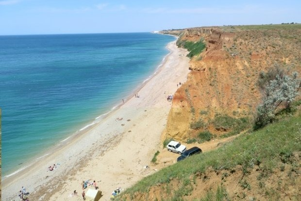 Вглобальной паутине показали фото, как оккупанты убивают берег вКрыму
